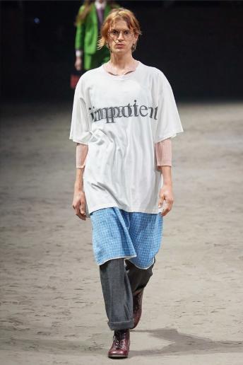 мужчина в футболке импотент гуччи